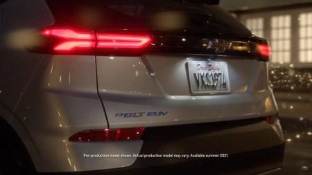 Chevrolet показал новое видео с электрокроссовером Bolt EUV и объявил точную дату премьеры — 14 февраля 2021 года