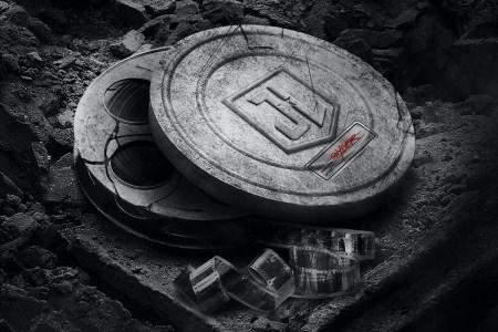 18 марта 2021 года: Зак Снайдер объявил дату премьеры режиссерской версии «Лиги справедливости» и показал три свежих постера