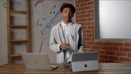 Microsoft высмеяла бесполезный Touch Bar в ноутбуках MacBook Pro в новой рекламе «игрового» Surface Pro 7