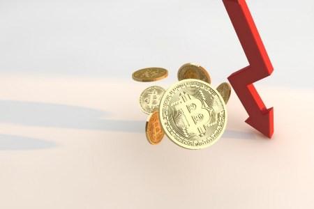 Bitcoin обвалился до 45 тысяч долларов — за сутки криптовалюта подешевела на 10 тысяч долларов