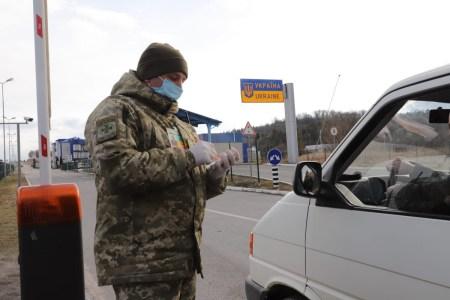 За три місяці роботи система відеофіксації порушень ПДР знайшла 2000 порушників-євробляхерів (на кордоні штрафи отримали 700 водіїв)