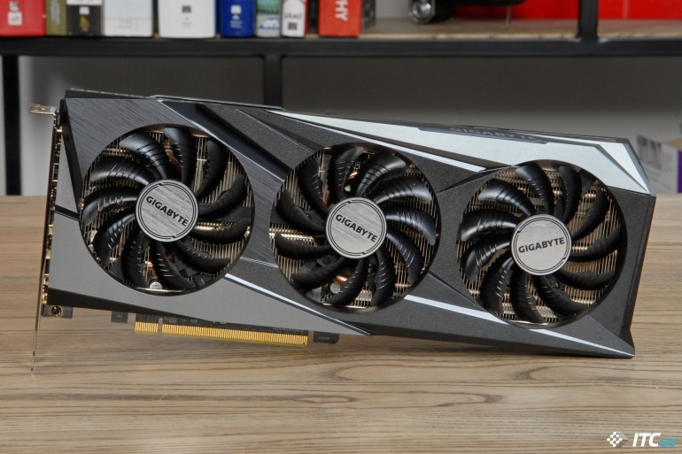 GIGABYTE GeForce RTX 3060 GAMING OC 12G top