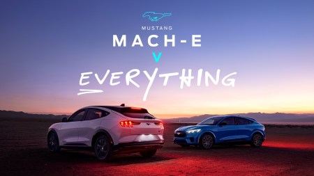 Ford выпустил серию зрелищных видео «Mustang Mach-E v Everything» (Rocket science, Gravity, Lightning и др.), в которых изобретательно показывает преимущества нового электромобиля
