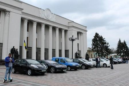 Число зарегистрированных в Украине электромобилей превысило 26 тыс. штук