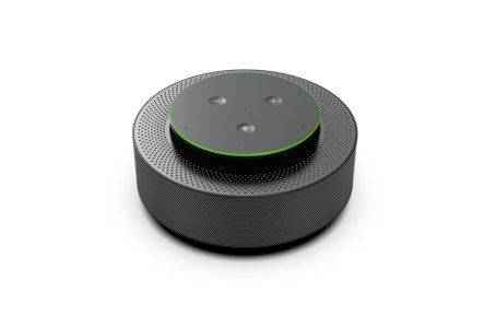 Устройства Microsoft Intelligent Speaker для конференций могут идентифицировать выступающего, трансформировать речь в текст и делать перевод