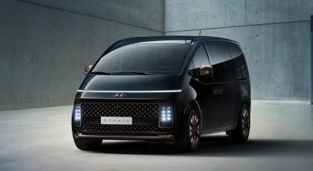 Hyundai представил новую линейку минивэнов Staria с «космическим» дизайном, премиум-версией и компоновками на 2-11 мест