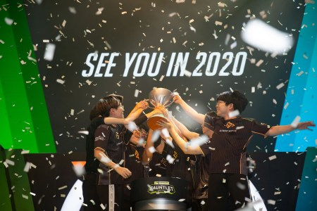 Activision Blizzard сокращает около 50 сотрудников из-за влияния COVID-19 на киберспортивные лиги