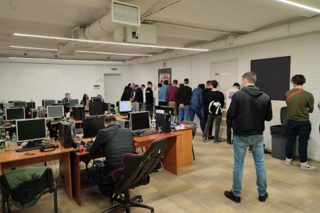 Кіберполіція ліквідувала шахрайський call-центр, який з використанням соціальної інженерії виводив гроші з банківських карток громадян