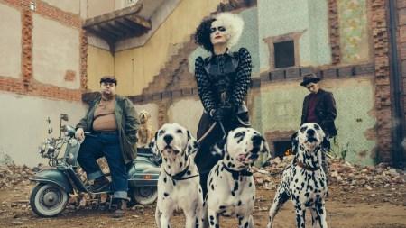 Вийшов другий трейлер фільму «Круелла» / Cruella з Еммою Стоун та Еммою Томпсон (прем'єра — 27 травня 2021 року)