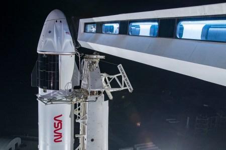 Наблюдаем за запуском корабля Crew Dragon миссии Crew-2 с астронавтами к МКС