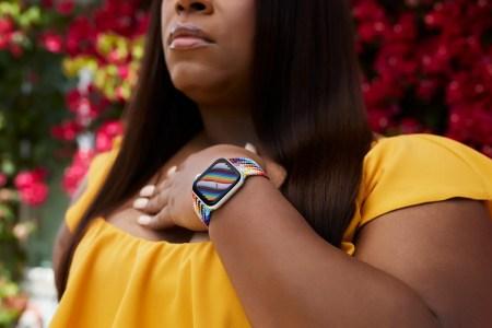 Apple анонсировала два новых радужных ремешка Pride Edition для часов Apple Watch — за 50 и 100 долларов