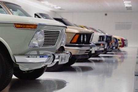 Президент України підписав закони щодо пільгового розмитнення автомобілів з європейськими номерами («євроблях»)