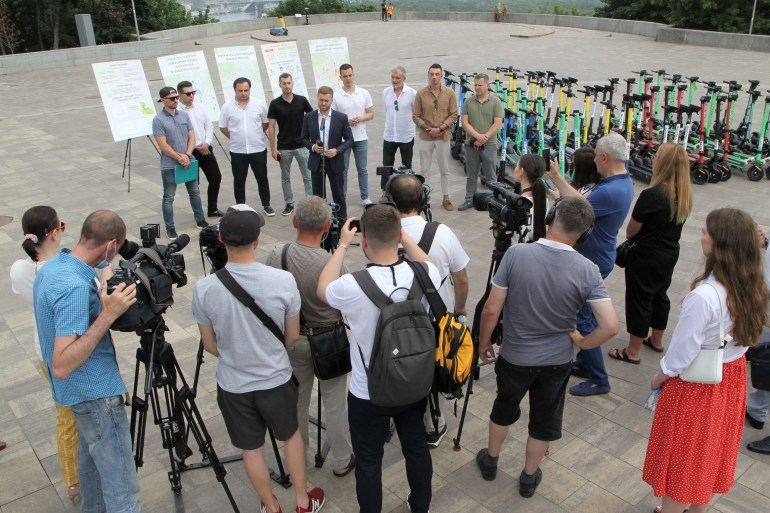 КМДА та всі сервіси прокату електросамокатів Києва підписали меморандум, який передбачає зниження швидкості, страховку, захист, техобслуговування тощо (оновлено)