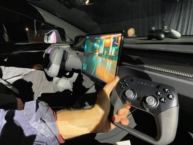 Tesla начала продажи «самой быстрой» Model S Plaid — от 0 до 96,6 км/ч за 1,99 сек. и бортовой компьютер, запускающий Cyberpunk 2077 в 60 FPS