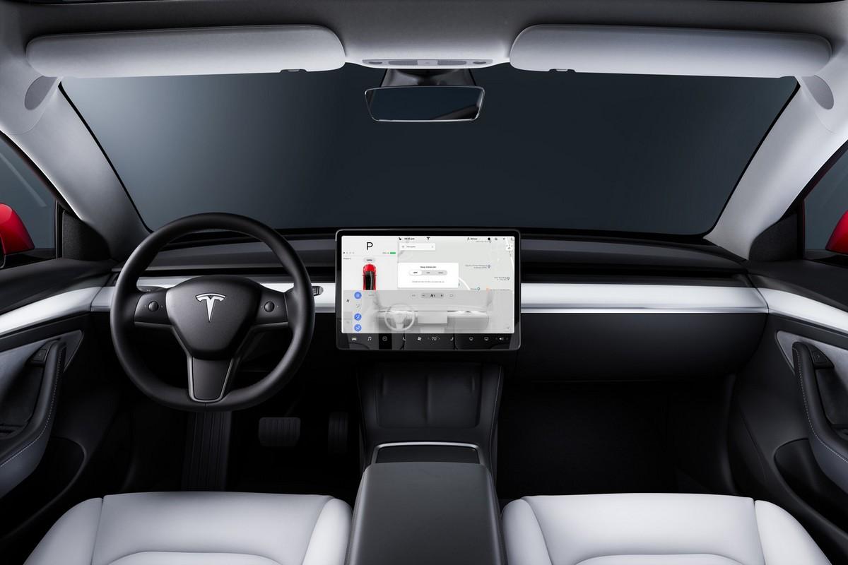 Видео: Автопилот Tesla непрерывно регистрирует фантомные светофоры, передвигаясь по автомагистрали со скоростью 130 км/ч - ITC.ua