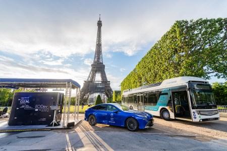 «Больше 1000 км»: Серийный водородный автомобиль Toyota Mirai побил мировой рекорд пробега на одной заправке