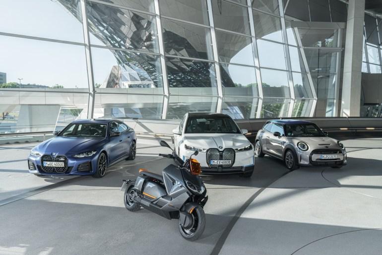 """Немцы представили футуристичный электроскутер BMW CE 04 с """"максималкой"""" 120 км/ч, продажи стартуют в 2022 году по цене от €11,990"""