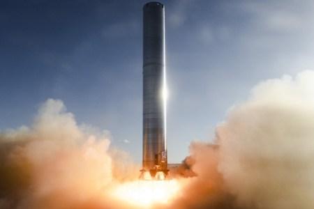 SpaceX провела первые огневые испытания 70-метровой ракеты Super Heavy с тремя двигателями Raptor