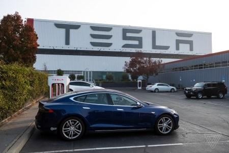 Tesla согласилась выплатить $1,5 млн по делу о намеренном троттлинге батарей автомобилей
