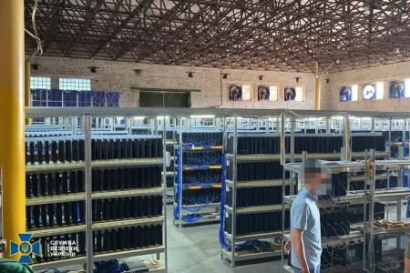 СБУ викрила найбільшу криптоферму в Україні з майже 5 тис. комп'ютерів та ігрових консолей, що майнили криптовалюту на Вінницяобленерго