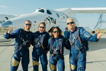 Virgin Galactic возобновила продажи билетов космическим туристам — от $450 тысяч за место на ракетоплане VSS Unity