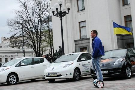 У липні українці придбали 770 електромобілів, за рік частка нових екземплярів зросла з 8% до 12% (найбільш популярна новинка — китайський кросовер JAC iEVS4)