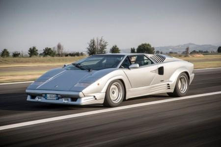 В честь 50-летнего юбилея культовой Lamborghini Countach бренд возродит модель в формате электрического гибрида