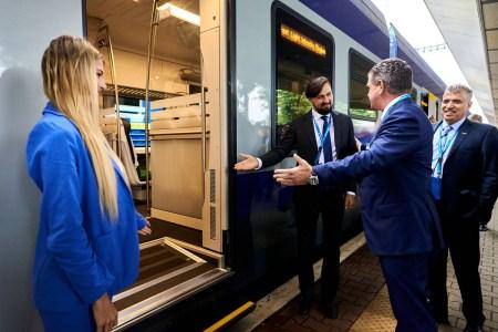 Україна співпрацюватиме зі Швейцарією у напрямі розвитку залізниці: 500 млн євро фінансування, завод Stadler на території країни та 90 нових електропотягів
