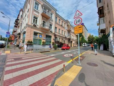 КМДА: У Києві з'явилась ще одна вулиця зі спільним рухом транспорту та велосипедів, на черзі — третя