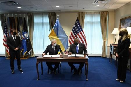 Україна і США домовилися поглибити співпрацю у сфері безпеки космічних польотів