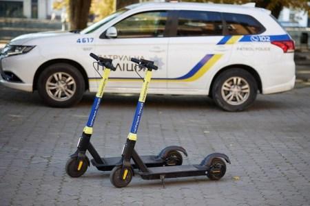 Пам'ятаєте, як Кличко пересадив частину «копів» на велосипеди? В Ужгороді вирішили не відставати — і запустили патрулі на електросамокатах