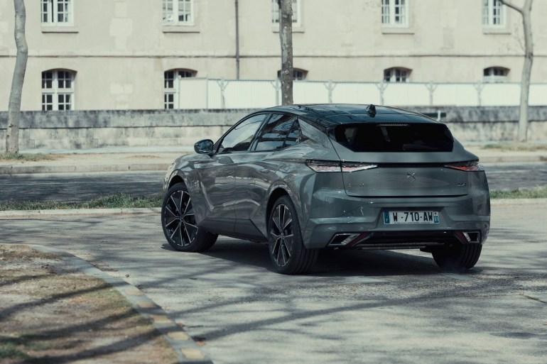Нове крос-купе DS 4 приїде в Україну в чотирьох основних версіях та запропонує широкий вибір додаткових опцій