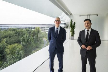 Зеленський зустрівся з гендиректором Apple Тімом Куком — локалізація продуктів (Siri!), дата-центр iCloud та проєкт перепису населення