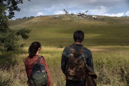 Первый кадр телеадаптации The Last of Us от HBO с участием Педро Паскаля и Беллы Рамзи в образе Джоэла и Элли