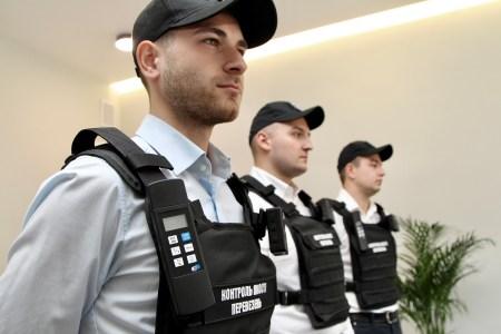 В київських маршрутках почали працювати інспектори, озброєні боді-камерами та термометрами — вони перевіряють дотримання умов пасажирських перевезень