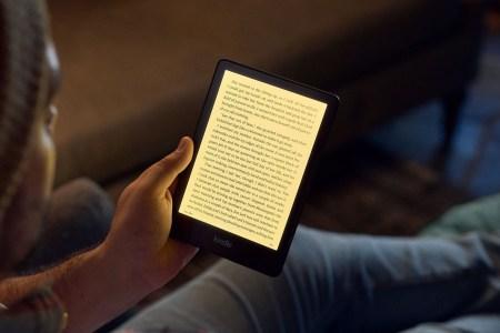 Amazon представила обновленный ридер Kindle Paperwhite с 6,8-дюймовым экраном, разъемом USB-C, «теплой» подсветкой и Signature-версией (32 ГБ и Qi)