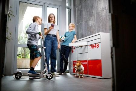 До кінця поточного року «Нова пошта» розширить мережу поштоматів з 7 тис. до 17 тис. (це буде найбільша мережа поштоматів в Європі)