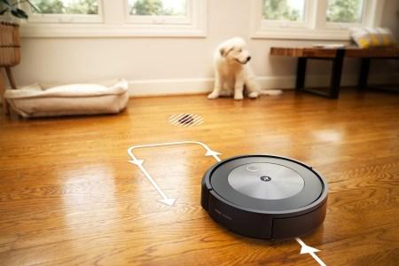 Новый робот-пылесос iRobot Roomba j7+ получил искусственный интеллект, который распознает и позволяет избегать экскрементов домашних животных