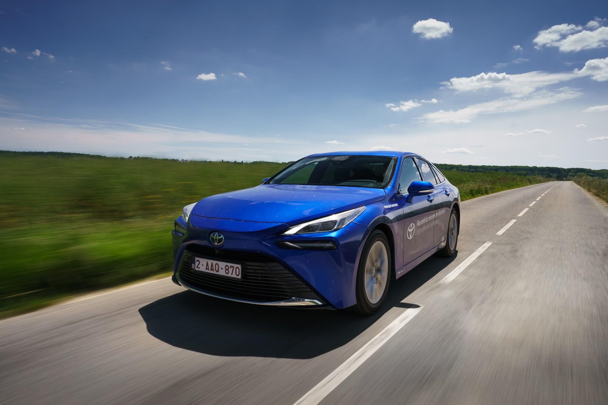 В Україні сертифікували перший водневий автомобіль — це Toyota Mirai (але поки його будуть заправляти в Польщі)
