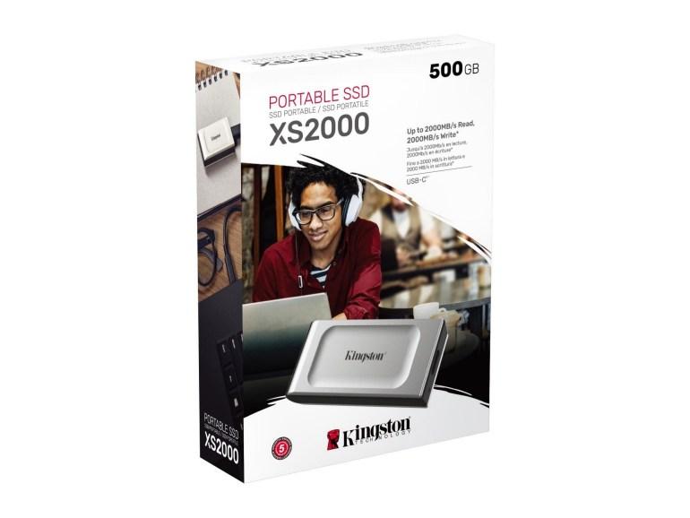 Kingston Digital презентувала захищений SSD-накопичувач XS2000 зі швидкістю до 2000 МБ/с, компактним корпусом та протиударним чохлом з захистом від пилу та вологи