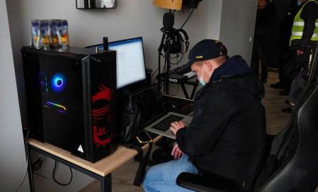 Кіберполіція викрила українського хакера, який атакував понад 100 іноземних компаній вірусами-шифрувальниками та завдав $150 млн збитків