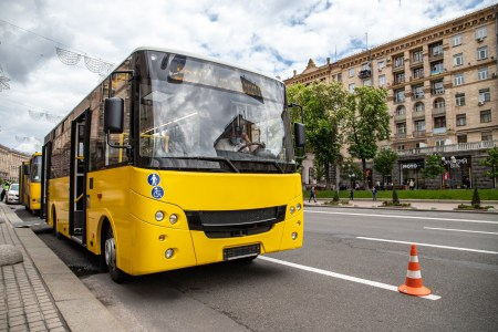 КМДА розірвала договори з двома перевізниками через підроблені документи та прибирає з вулиць 170 маршруток, що обслуговували 21 автобусний маршрут
