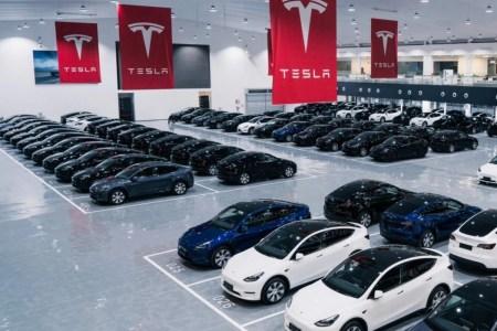 Tesla впервые продала за квартал более 240 тыс. автомобилей — за весь 2021-й компания Илона Маска может продать более 800 тыс.