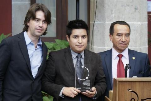Bernardo Baranda, Directo para Latinoamérica de ITDP, Iván Ramírez, el ganador y Rufino H León Tovar, Secretario de Transportes y Vialidad del DF.