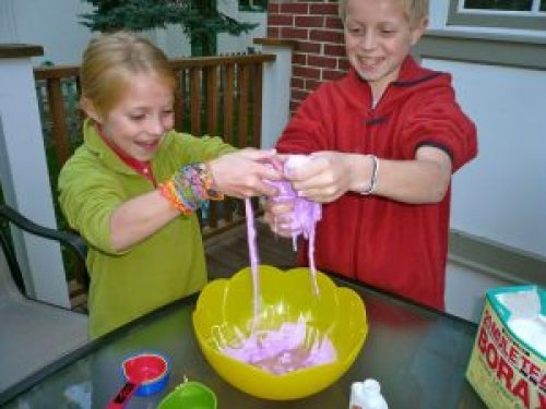 how to make slime with laundry detergent and glue