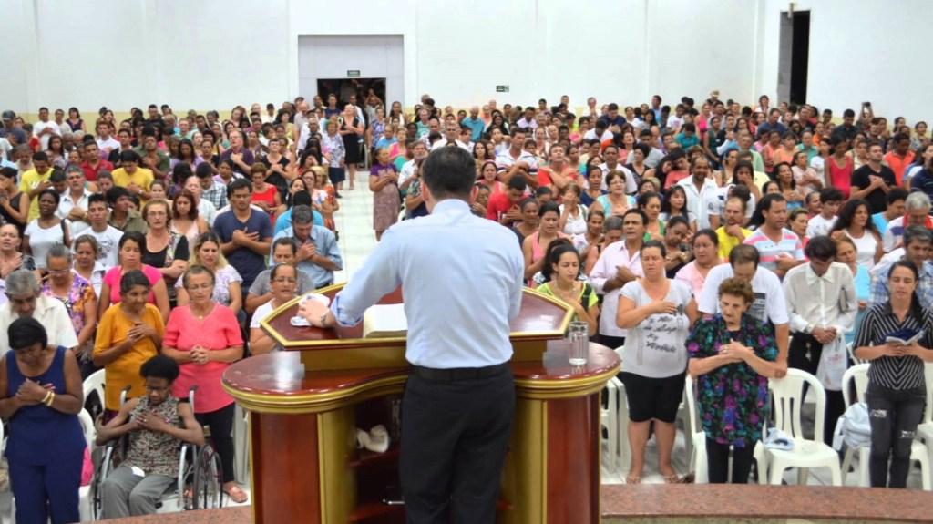 Evangélicos precisam frequentar os cursos de teologia no seminário teológico de sua denominação