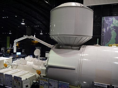 国際宇宙ステーション(ISS)にある日本実験棟「きぼう」の実物大模型