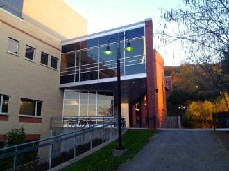 Ithaca_College_Whalen_Center_Hill_103013