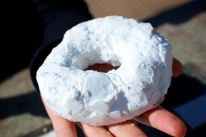Serres Powdered Sugar Donut