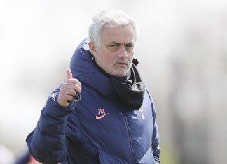 Mourinho lãnh 50 triệu bảng tiền bồi thường